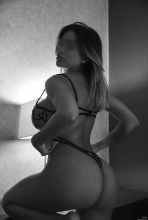 Emire independent escorts in Oak Harbor